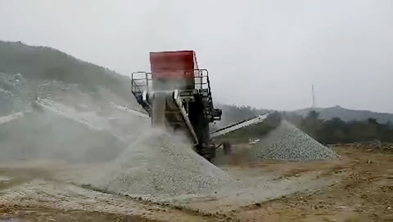 Tracked Mobile Screening Plant site .jpg