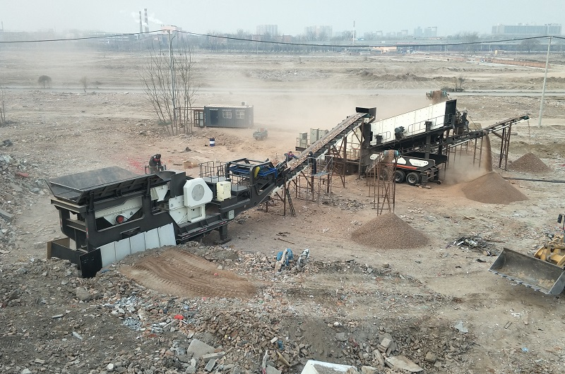 Screening Site of Recycling Waste Concrete.jpg